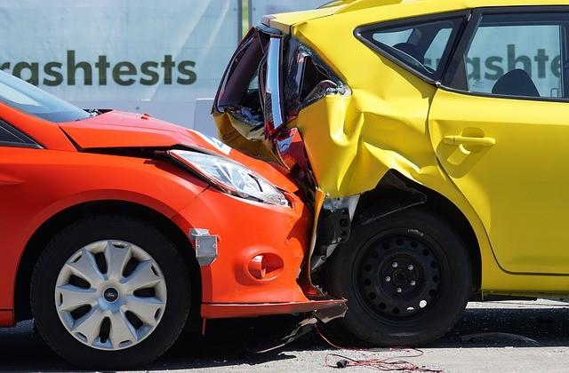 wypadek samochodem sluzbowym