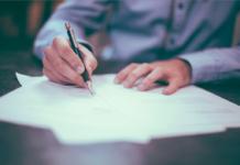 Czy faktura musi byc podpisana?